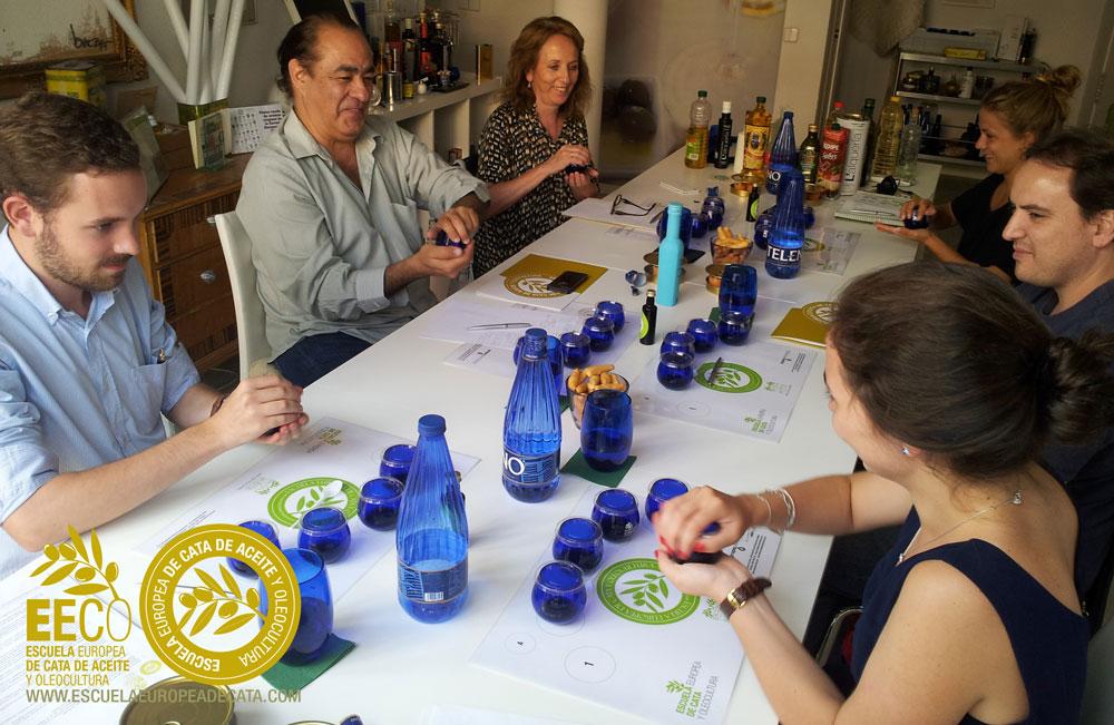 Curso-Iniciacion-a-la-cata-de-aceite-de-oliva-virgen-extra en la EECO